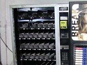 Pracovník firmy v Průmyslové ulici v Prostějově byl hodně hladový. Odnesl to automat.