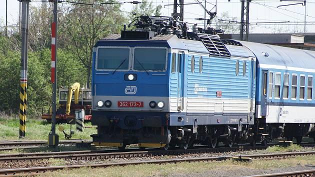 Vlak srazil člověka. Provoz na trati Česká Třebová - Brno se zastavil