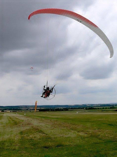 Mistrovství ČR v motorovém paraglidingu ve Stichovicích