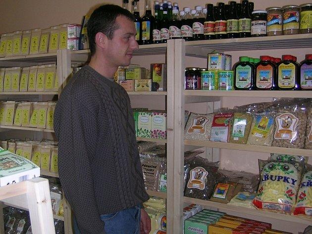 V obchodech zdravé výživy najdete spoustu lahůdek.