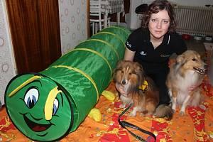 Lucie Krpálková je nejmladší canisterapeutkou na Prostějovsku. S psími miláčky dochází pravidelně na neurologii prostějovské nemocnice a dojíždí také za dětmi do Základní školy speciální Jasněnka v Uničově.