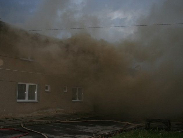 V Pavlovicích u Kojetína hořely tři budovy.