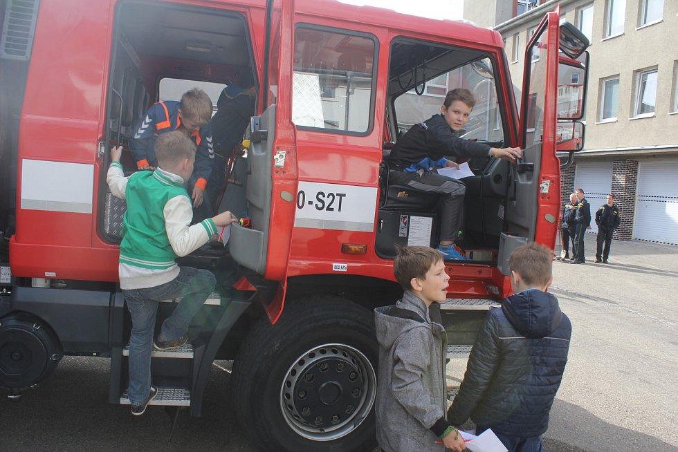 Den otevřených dveří u hasičů ve Wolkerově ulici v Prostějově