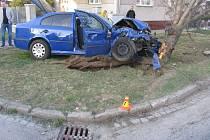 Nehoda policejního civilního vozu s renaultem v Prostějově