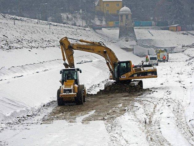 Oprava hráze plumlovské přehrady