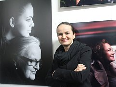 Fotografka Lenka Hatašová otevřela v Prostějově výstavu plnou slavných jmen