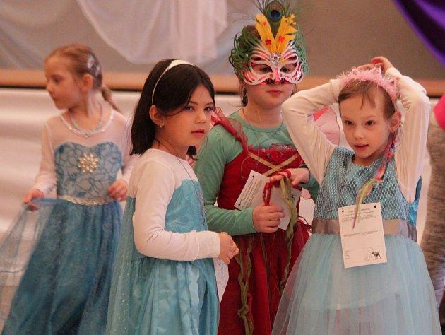 Karneval v prostějovském Domě dětí a mládeže na Vápenici