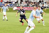 Prostějov (v bílomodrém) v poháru proti Slovácku