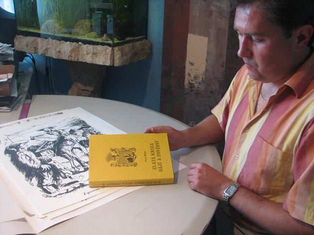 Kolem publikace, kterou nedávno jako své dílo pokřtil prostějovský Josef Milar, je horko a hodně řečí.