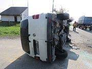 U Přemyslovic se srazil traktor s autem, které ho předjíždělo.