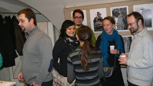 Ateliér a galerie Pod Pavlačí v Hranicích byl otevřen výstavou s názvem Současná tvorba