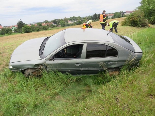 Dvě auta se srazila na dálnici. Jedno zranění.