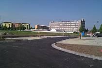 Nové parkoviště v Holandské ulici