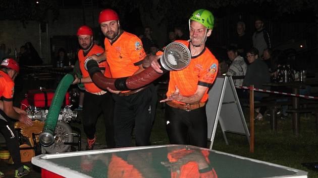 Noční závod hasičů v Olšanech u Prostějova