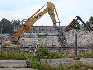 Rok po odstřelu - bourání sutin bývalého OP v Prostějově