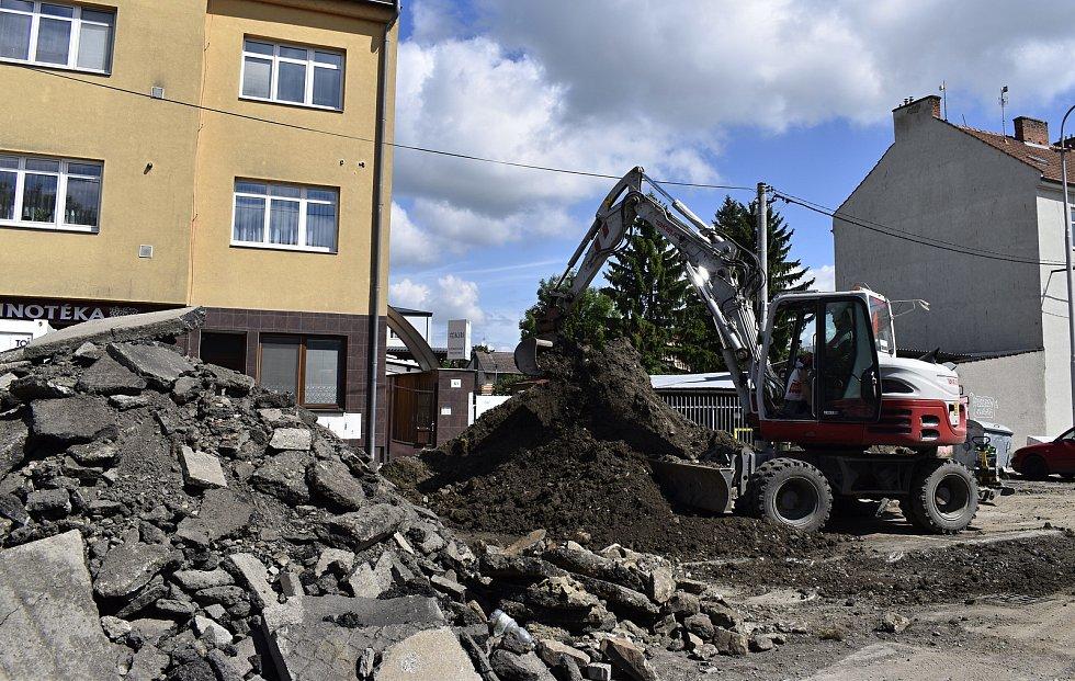 Práce na rekonstrukci Vrahovické ulice v Prostějově. 28. 5. 2021