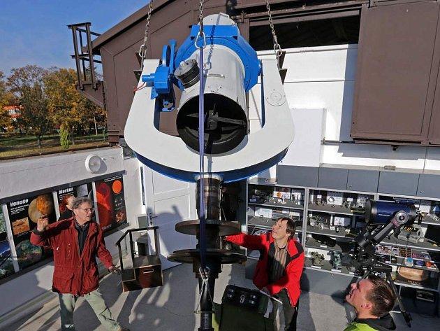 Instalace nového dalekohledu v prostějovské hvězdárně