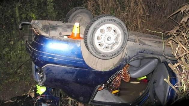 Nehoda renaultu mezi Kostelcem a Stařechovicemi