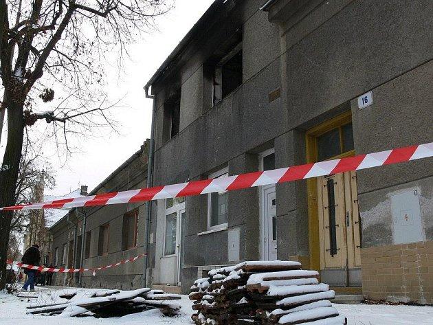 Policisté objevili při šetření požáru v Jihoslovanské ulici v Prostějově pěstírnu marihuany
