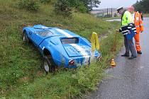 Ford Cortina Eagle skončil v příkopu