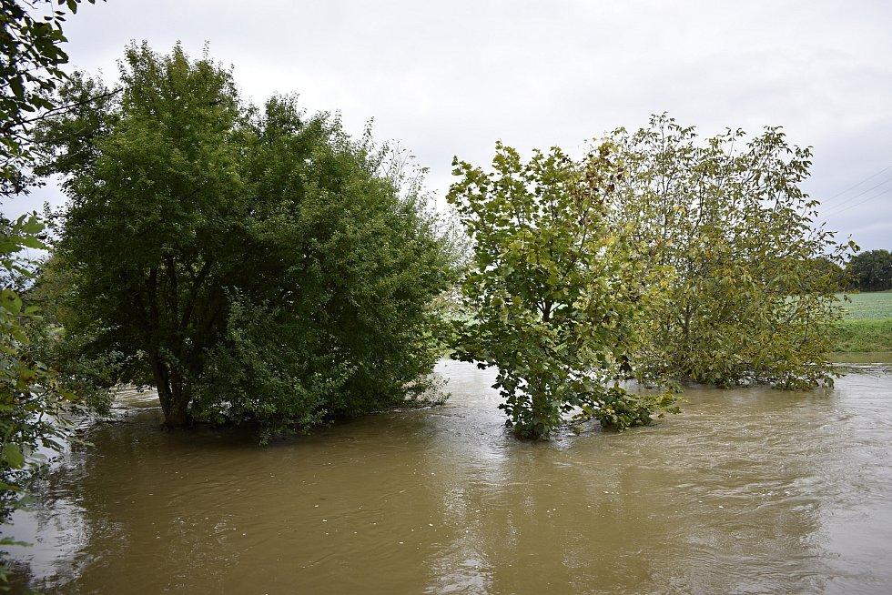 Romže u Polkovic na III. stupni povodňové aktivity. 15.10. 2020