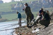 Rybáři na přehradě