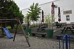 Prostějovské restaurace a pivnice čekají netrpělivě na pondělní restart výčepů. Zahrádky jsou zatím opuštěné. Hostinec U Anděla na sídlišti Svobody.