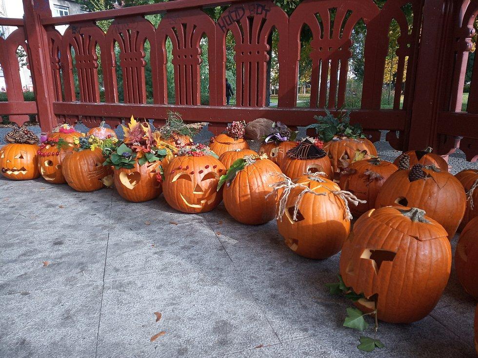 Halloweenské dýně ve Smetanových sadech v Prostějově