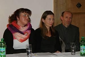 Jednání plumlovského zastupitelstva - nová neuvolněná místostarostka Gabriela Jančíková (vlevo)