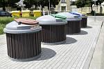 Na území Prostějova se objevilo 34 nových nádob na tříděný odpad. Husovo náměstí.