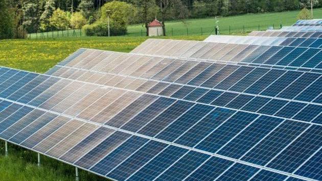 V Ochozi je fotovoltaická elektrárna podnikatele Vítězslava Nezvala