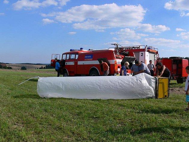 V Suchdole slavili hasiči 125 let. Děti se nejvíc vyřádily v pěně.