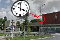 Před prostějovským nádražím budou hodiny
