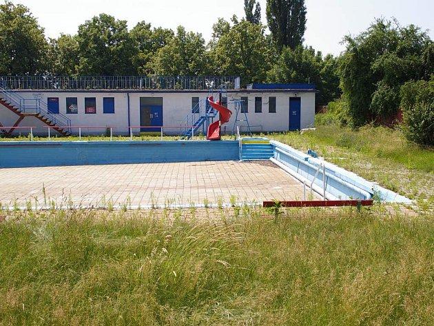 Stačilo, aby radnice vyslyšela nabídku Sokola, a investovala do koupaliště.