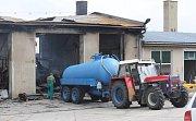 V úterý večer hořely tři budovy v areálu místního zemědělského družstva v Pavlovicích u Kojetína.