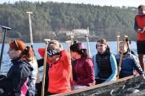 Ve středu 4. dubna, se letos poprvé ukázaly dračí lodě na Plumlovské přehradě