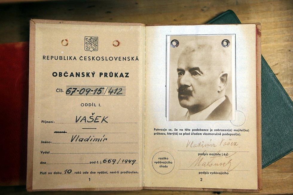 Expozice o Petru Bezručovi v domku v Kostelci na Hané, kde básník strávil posledních devatenáct let svého života
