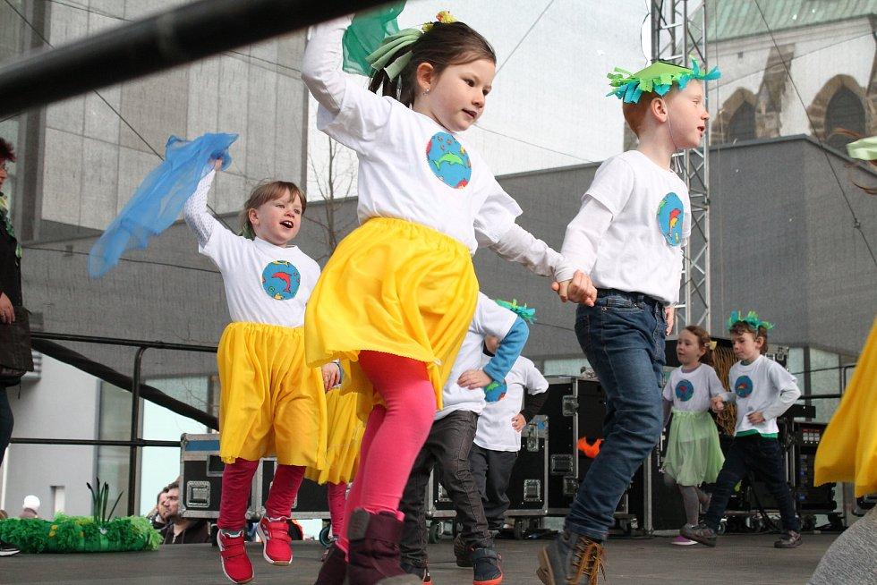 Vystoupení mateřských školek z Prostějova na velikonočním jarmarku