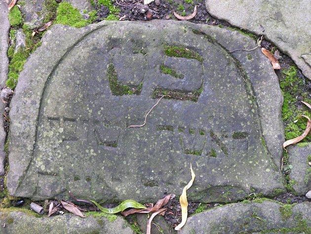Nalezené židovské náhrobky v Drozdovicích