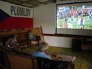Fandění při zápase Česko - Španělsko v kempu Žralok