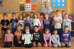Žáci 1.A ze ZŠ Němčice nad Hanou s paní učitelkou Zuzanou Vozihnojovou