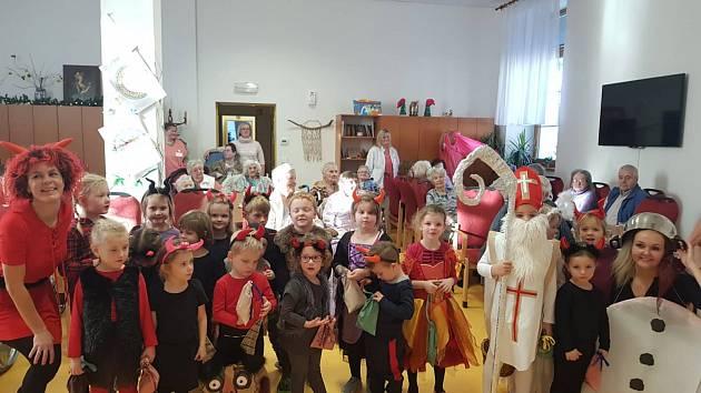 Vystoupení dětí z MŠ v Žešově pro seniory