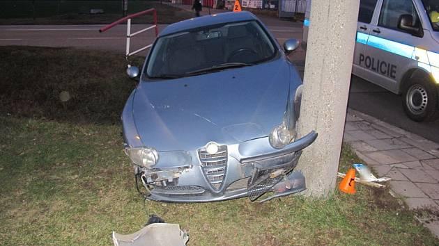 Následky srážky aut v Plumlovské ulici