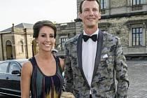 Princ Joachim Dánský s manželkou Marií na vojenské přehlídce