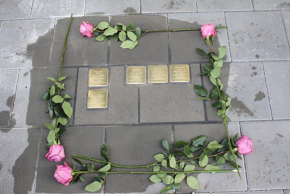 V Prostějově bylo v úterý 10.9. 2019 uloženo prvních 11 kamenů zmizelých