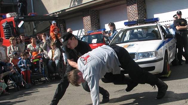 Rychlost, jakou strážníci dokázali zvládnout výtržníka, mnohé překvapila.