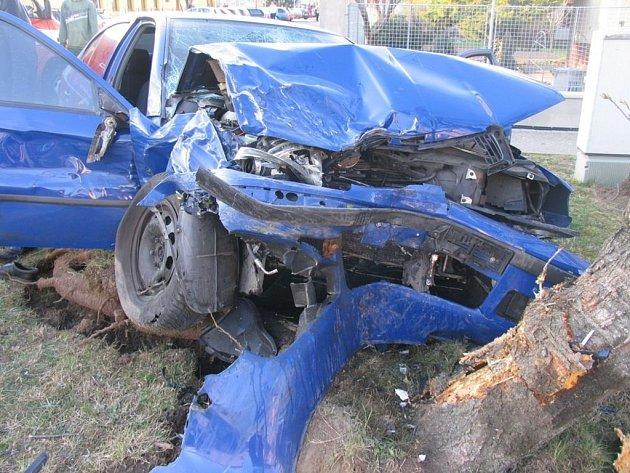 Nehoda policejního civilního vozu srenaultem vProstějově