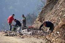 Stavba cyklostezky podél severního břehu plumlovské přehrady - 18. 3. 2020 - budování gabionových stěn