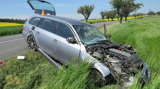 Nehoda BMW mezi Přemyslovicemi a Hluchovem