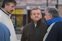 Happening za Kasko - opoziční zastupitelé (zleva Aleš Matyášek (TOP 09), Petr Kousal (KDU-ČSL) a Jaroslav Šlambor (KSČM)